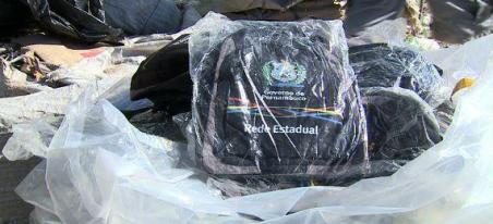 Resultado de imagem para Secretaria de Educação de PE investiga dois casos de mochilas e kits escolares jogados no lixo