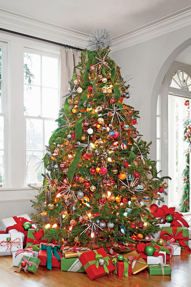 christmas garland ideas decorate tree with ribbon garland 11570