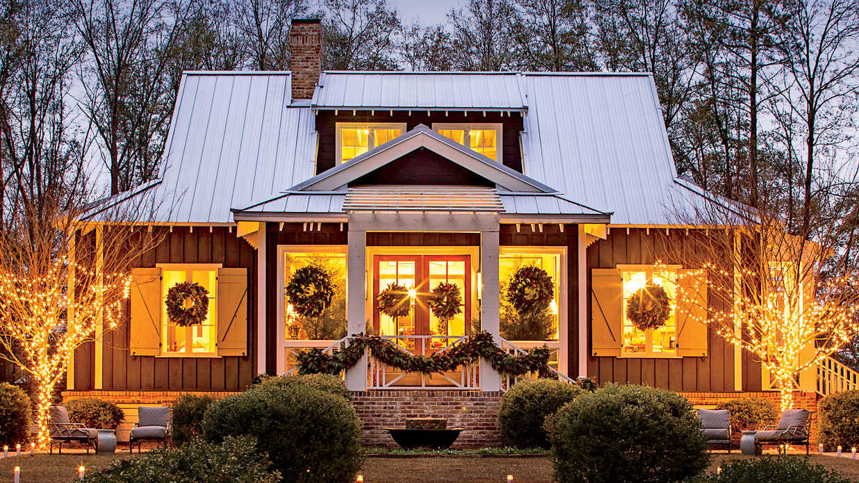 This Cottage Is 2000 Square Feet Of Holiday Cheer