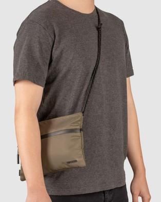 Incase - Shoulder Pouch With Flight Nylon - Bags (Green) Shoulder Pouch With Flight Nylon