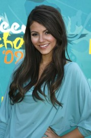 victoria justice long hairstyles side
