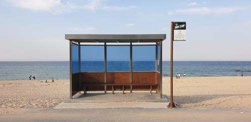 This photo provided by the Korea Tourism Organization shows a bus stop on Hyangho Beach in Gangneung's Jumunjin district. (PHOTO NOT FOR SALE) (Yonhap)