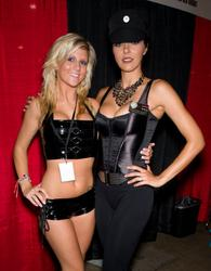 Adrianne Curry shows cleavage during 2010 Wizard World Philadelphia Comic Con day 2 - Hot Celebs Home