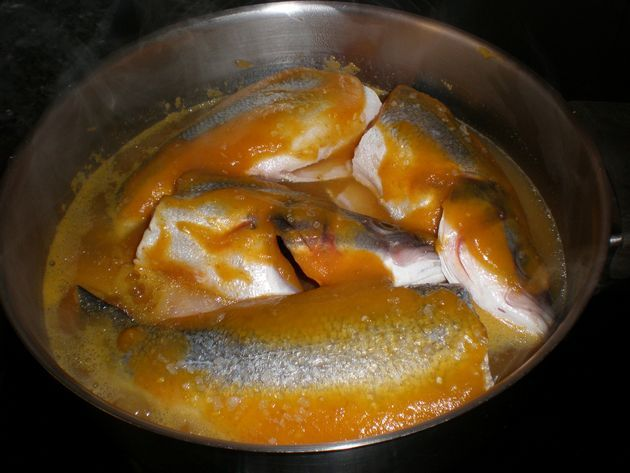 Lubinas con papas en crema de zanahorias