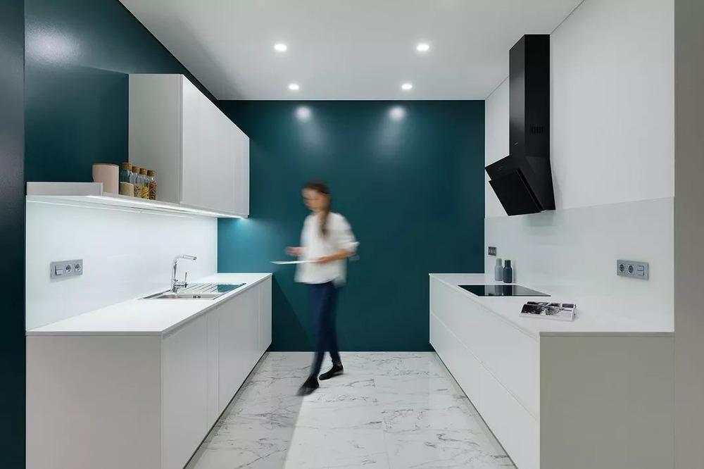 decorative kitchen signs cabinet stores near me 厨房比客厅还好看 让你爱上做饭 房产资讯 房天下 在过往的厨房设计中 最看重的仍旧是厨房的功能性与实用性 但在这个妙趣横生 美味与奇思幻想共存的空间 其实也有非比寻常的创造力 而在这些设计中 一个伟大的 厨房