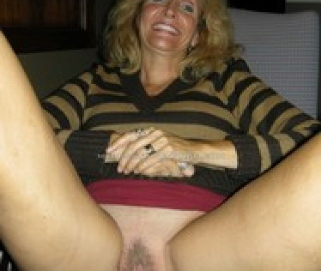Milf Spreading Creamy Pussy With Speculum And Black Dildo