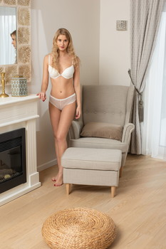SexArt -Casey & Oxana Chic – The Glance