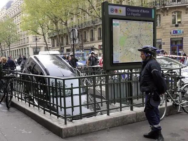 get3 - Conductor confunde escaleras de metro con aparcamiento