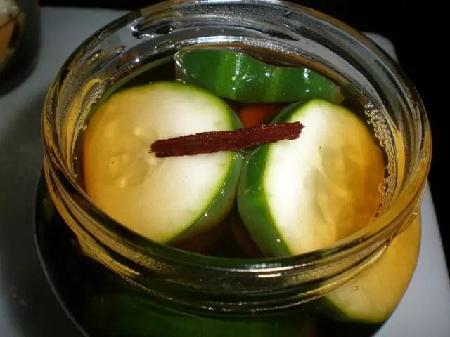 Encurtido de pepinos con sabor a canela