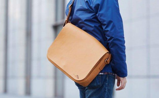 ショルダーバッグタイプの革のメッセンジャーバッグ