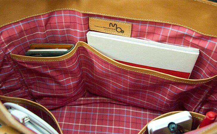 moeの革のトートバッグ。底を浅くしたポケット