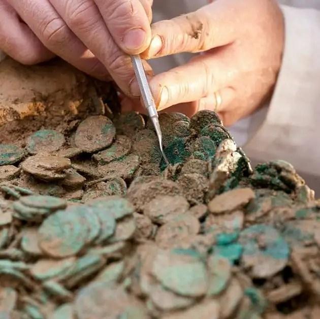 article216489713cb40f90 - Arqueólogo aficionado descubre con detector de metales un tesoro Celta valorado en en 15 Millones