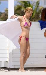 Michelle Hunziker in bikini on the beach in Miami - Hot Celebs Home