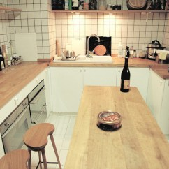 Wood Countertops Kitchen White Wooden Chairs 家庭厨房木质台面装修效果图 木质台面厨房