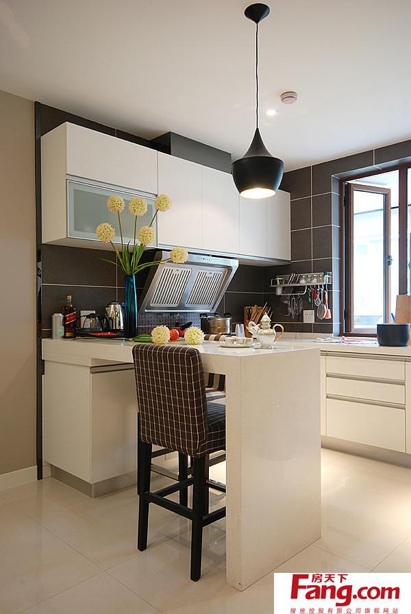 small kitchen bar wood cabinets 半开放式小厨房吧台欣赏 小厨房吧