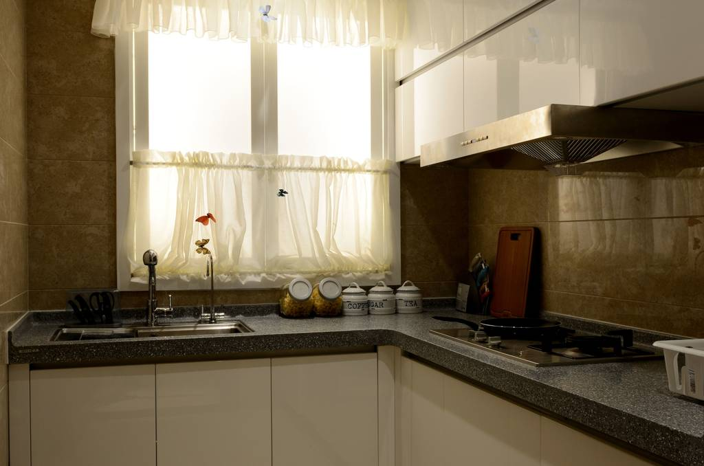 kitchen window coverings closeout cabinets 棕色现代风格厨房窗帘装修效果图 厨房窗帘