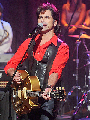 John Stamos Rocks Out with Jesse  the Rippers Smooches Lori Loughlin  Full House Late Night