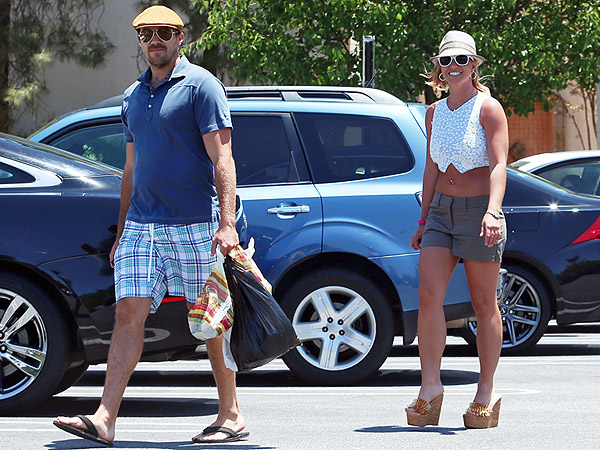 Britney Spears Accidentally Dines and Dashes at The Cheesecake Factory – Then Leaves Big Tip