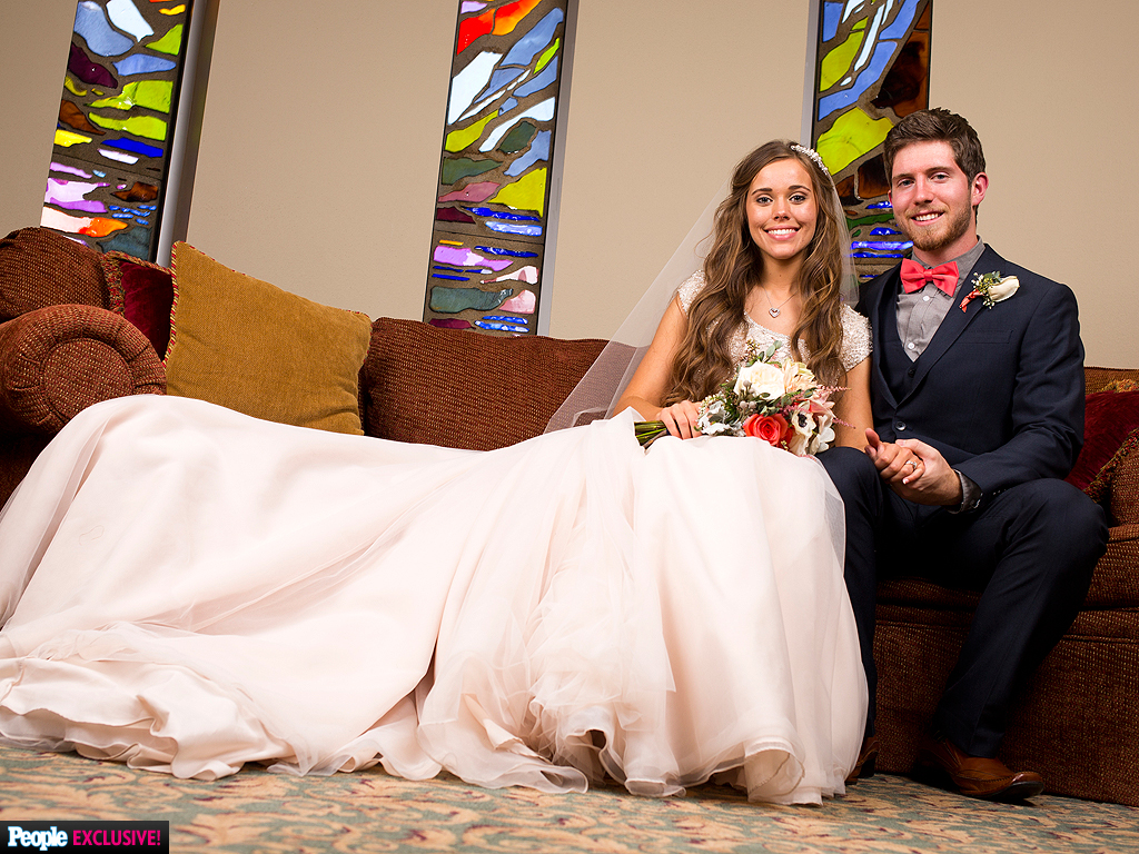 Jessa Duggar Wedding Details: The Vows, The Dress, The Cake and The First Kiss