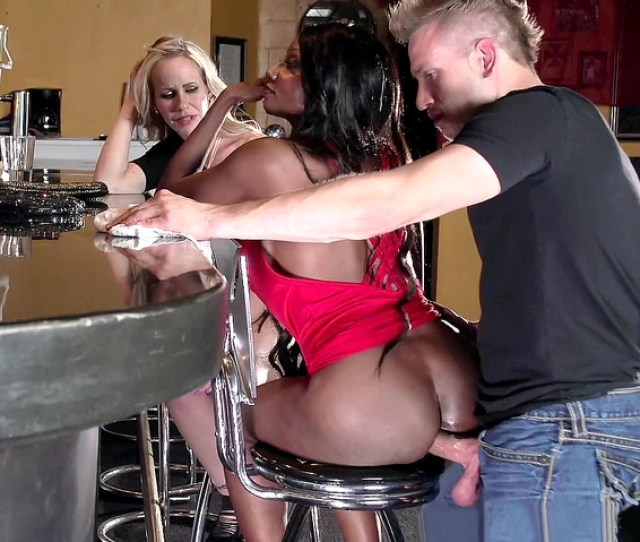 Diamond Jackson Casually Chats With Simone Sonay While The Barman Fucks Her Anal Hole