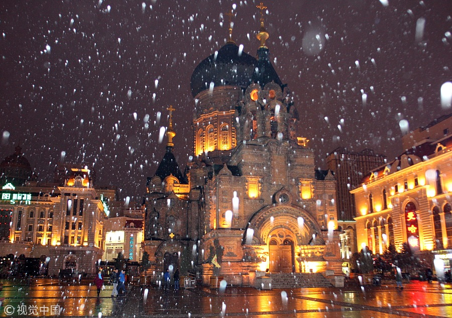 Harbin Sees First Snowfall Of The Year