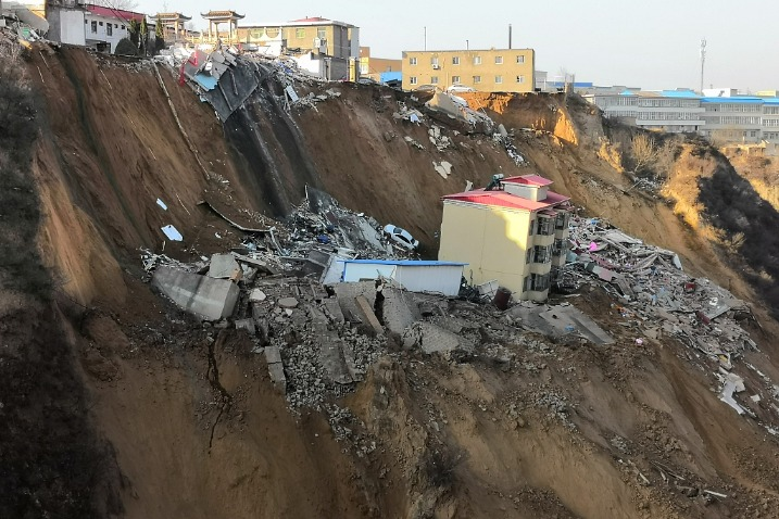 7 dead, 13 injured in landslide-triggered house collapse in North China - Chinadaily.com.cn