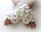 White Fingerless Gloves ,  Trendy, Girly, Teenie, Women, Flower, Artichoke - Iovelycrochet