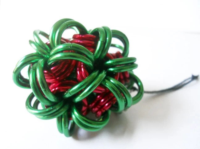 Chainmaille Christmas ornament Ball Red and green - DoBatsEatCats