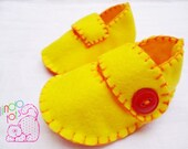size 2 / 3-6 months unisex handsewn baby felt shoes in bright yellow and orange. ready to ship. - lindotots