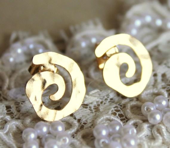 Spiral gold stud earring -petit elegant 14k gold matte coated post earrings - iloniti