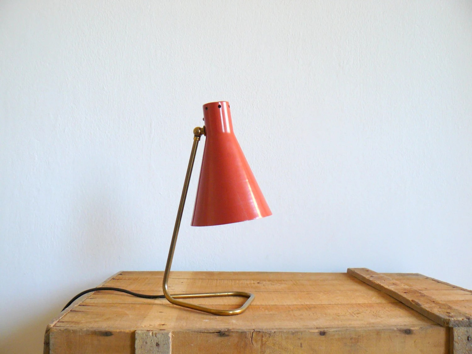 Vintage 60s atomic desk lamp. Lamp with coral red lampshade and brass metal neck