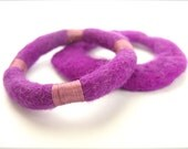 Felt bracelet,  fuchsia felted bangles, warm cuff, modern fiber bracelet, Set of two - ArtiKats