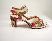 Vtg 60s floral fabric platform peep toe strappy pumps // leather sole// BAYNHAM'S shoes of distinction - Ambercityvintage