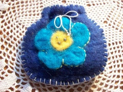 jewelry/coin/creditcard pouch wool dark blue with wool rooving flower needle felted