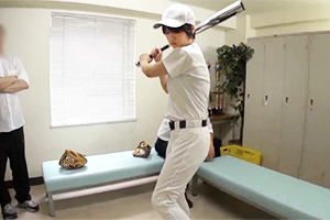 【盗撮】練習後の部室でユニ姿のまま中出し輪姦される野球部のボーイッシュ女子!