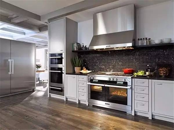 miele kitchen appliances rolling island for 世界顶级厨电品牌 豪宅里那些叫不出名字的逆天设备 界面新闻 生活 秉持着线条简洁明晰和外型经典优雅的设计信条 其嵌入式厨房电器风格多变 且在设计线条和选择颜色时保持一致 适合最多样的室内设计和厨房家具前端 无论家中的