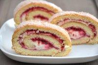 Biskuitroulade mit Erdbeeren - Rezept | Kochrezepte.at