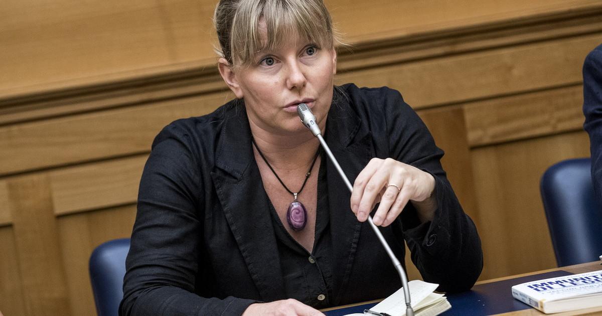 "Coronavirus, Sara Cunial bloccata dai vigili: ""Sono deputata ..."