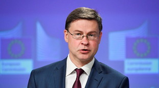 First pay, then see camel. Recovery Fund, the Dombrovskis hawk reveals the blackmail