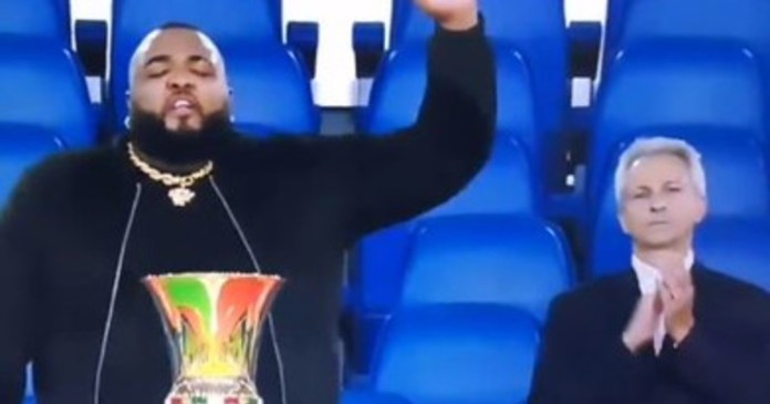 Sylvestre upsets the Italian Cup. Wrong hymn, clenched fist, scream. Uprising: Fregnacce, give us back the money | Video