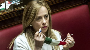 While Italy drowns. Di Maio-Draghi, what Meloni knows: Disappointing palace games