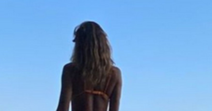 On tiptoe, Belen Rodriguez's B-side in its hypnotic perfection: a snap to go crazy |  Look