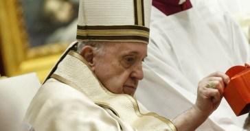 """Papa Francesco, clamoroso smacco a Messa: """"Il Green Pass non serve"""", un duro colpo per il Pontefice dalla Slovenia"""