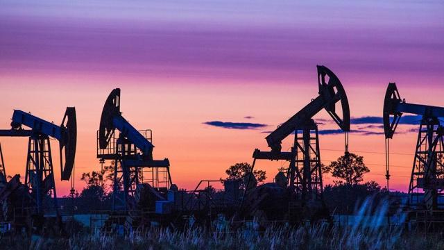 Нефть дешевеет в Лондоне и Нью-Йорке. биржи,нефть,тарифы и цены
