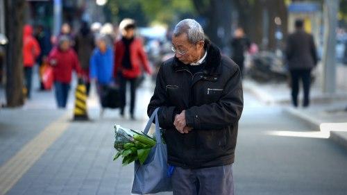 中國養老金缺口十萬億 棄社保與延遲退休(圖)|養老金 | 社保 | 延遲退休 | 財經新聞 | 看中國網