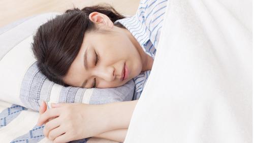 睡覺時為何猛然抖動?讓專家揭秘(圖)|睡覺 | 抖動 | 勞累 | 腦部 | 肌肉 | 作息 | 療養保健 | 看中國網