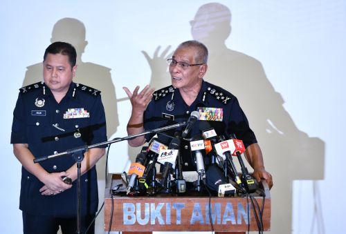 馬來西亞警方逮捕涉嫌電話詐騙的93個中國人(圖)馬來西亞 | 警方 | 逮捕 | 電話 | 詐騙 | 中國人 | 亞洲 | 看中國網