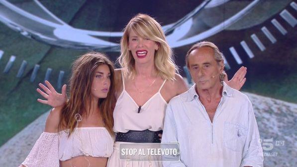 """""""Isola dei Famosi"""", il trionfo di Nino Formicola: battuta Bianca in finale"""