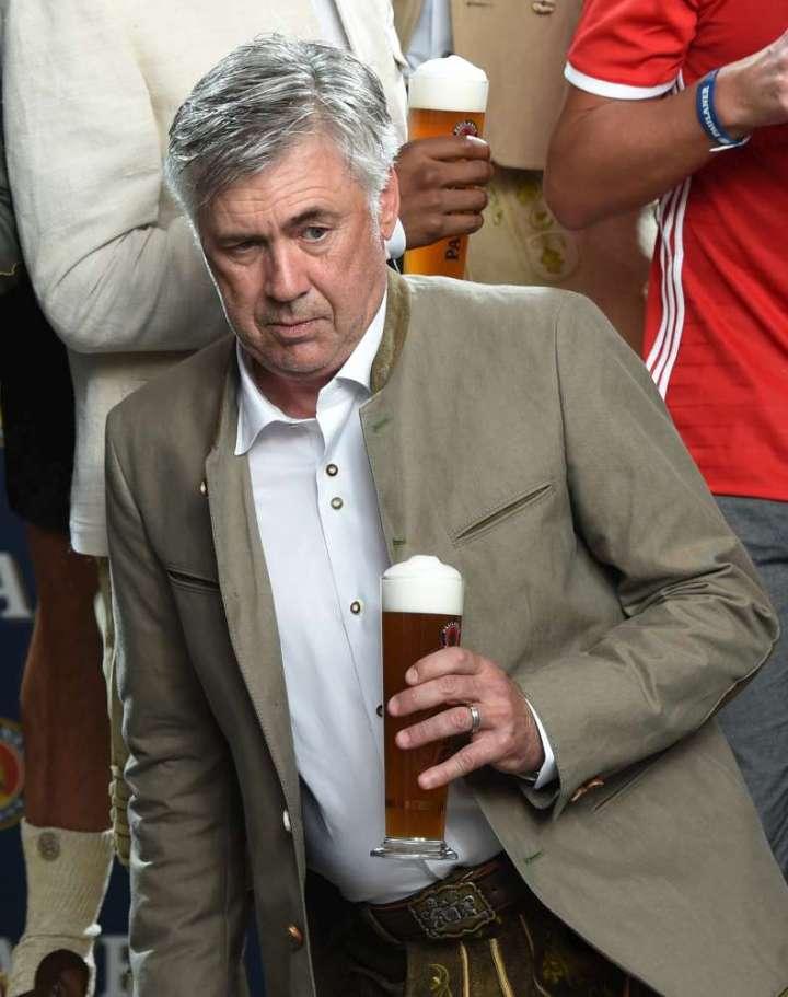 Ce lo immaginiamo così Carlo Ancelotti alla nostra festa di Ferragosto | Numerosette Magazine