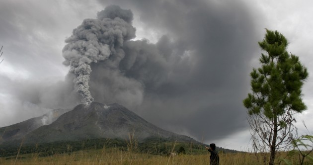 Indonesia Volcano Erupts Again Photos 183 Thejournal Ie
